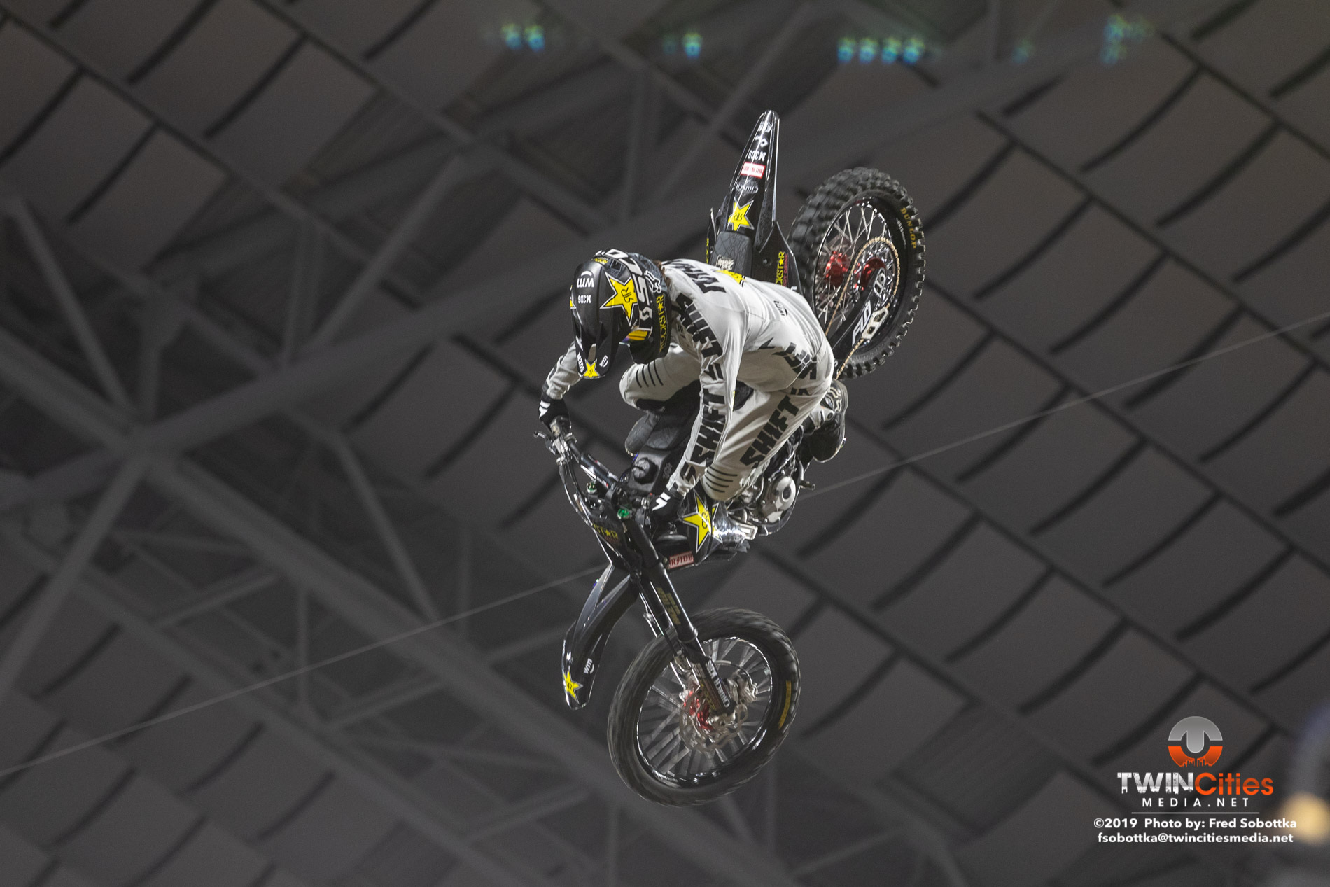 Moto-X-Quarterpipe-High-Air-01