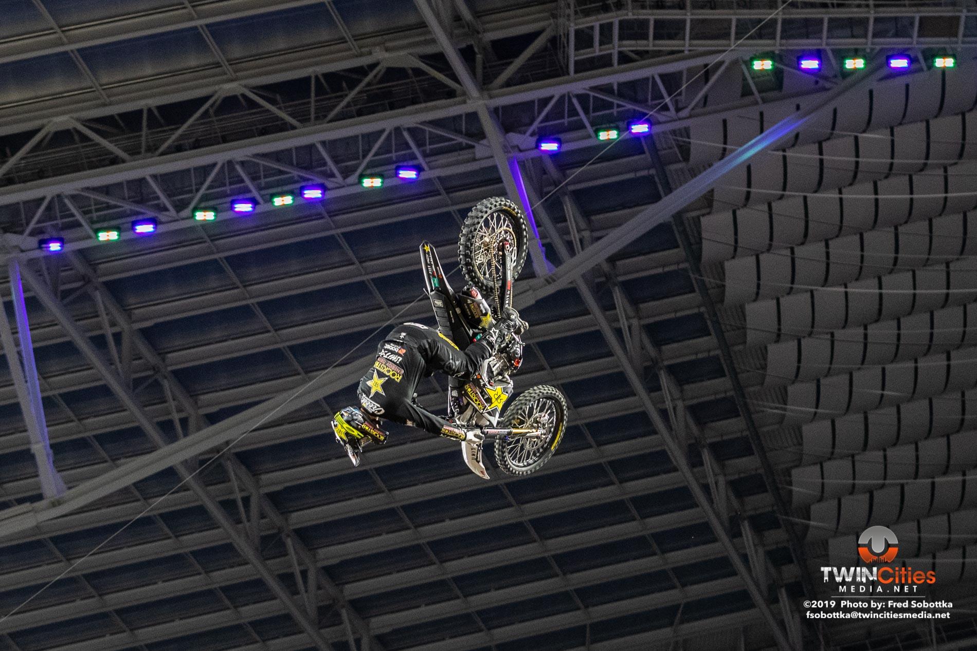 Moto-X-Quarterpipe-High-Air-05