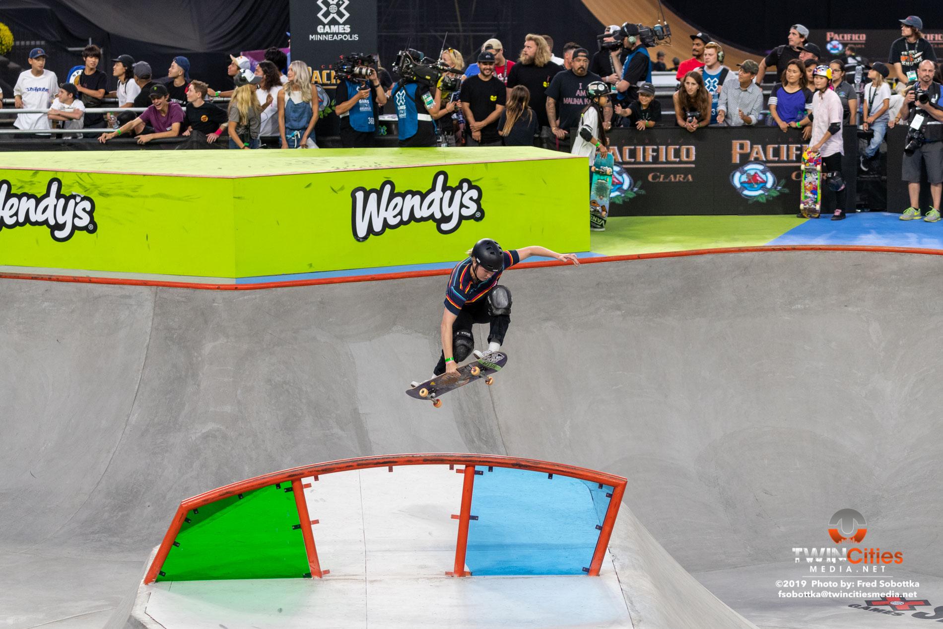 Womens-Skateboard-Park-07
