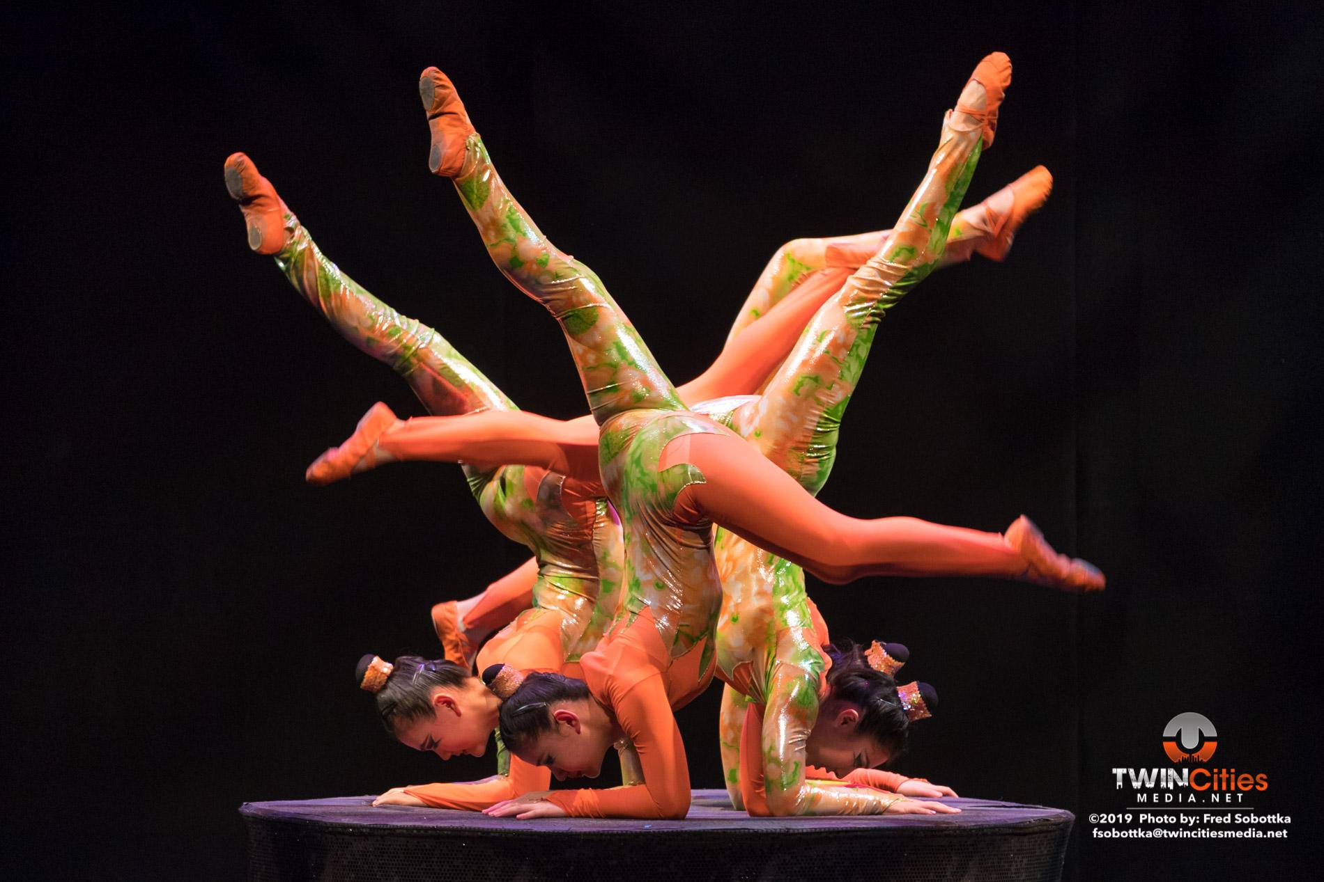 Golden-Dragon-Female-Acrobats-05