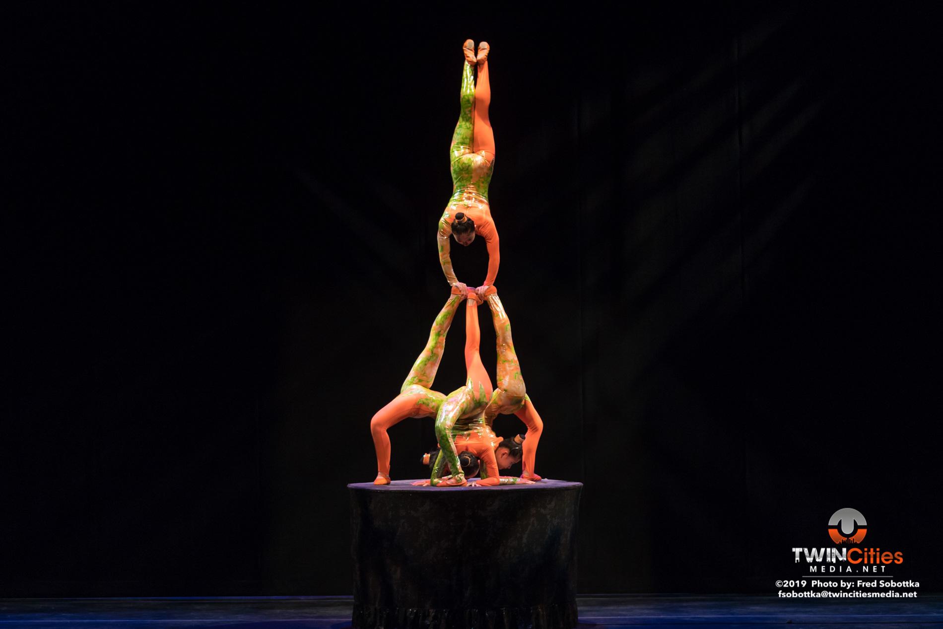 Golden-Dragon-Female-Acrobats-08