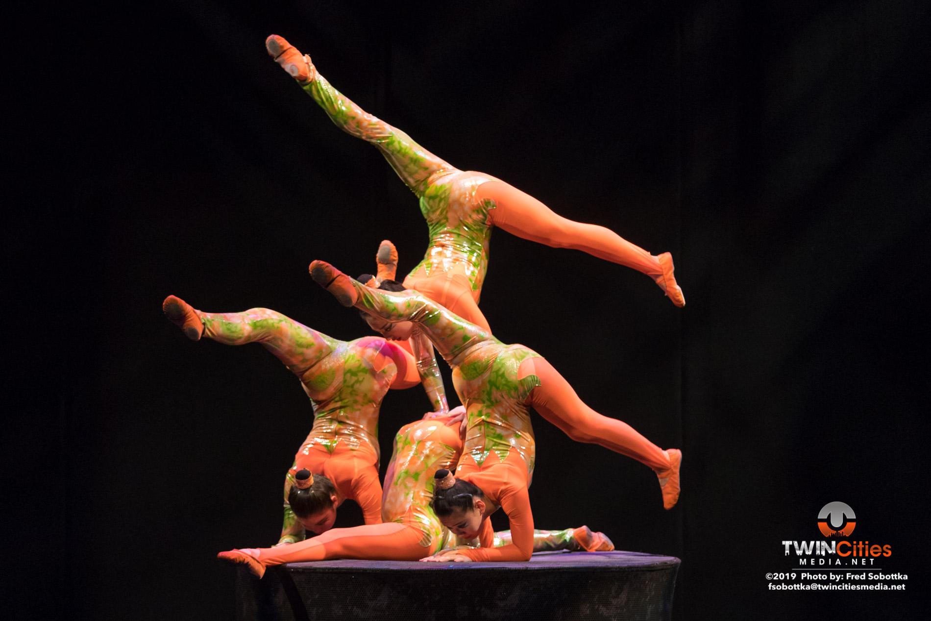 Golden-Dragon-Female-Acrobats-11