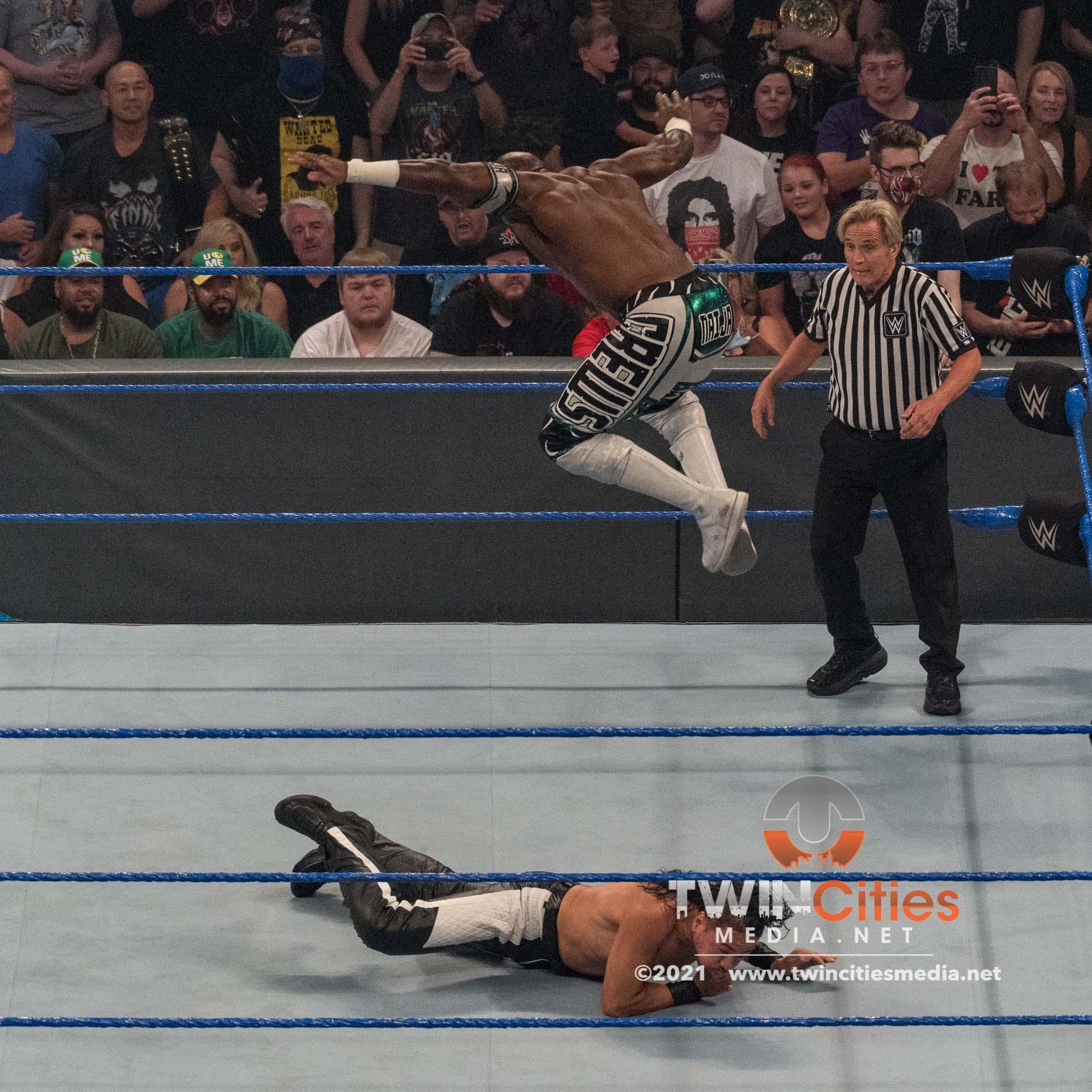 1_WWE-Friday-Night-Smackdown-13