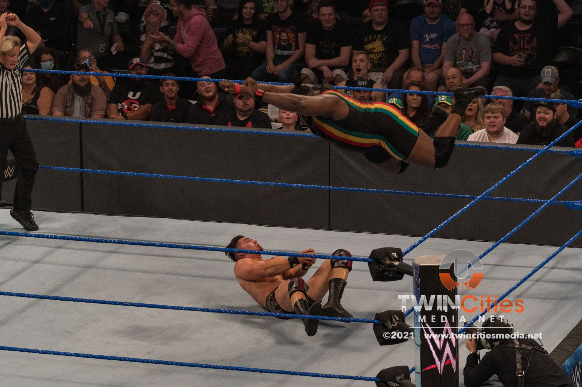 1_WWE-Friday-Night-Smackdown-2