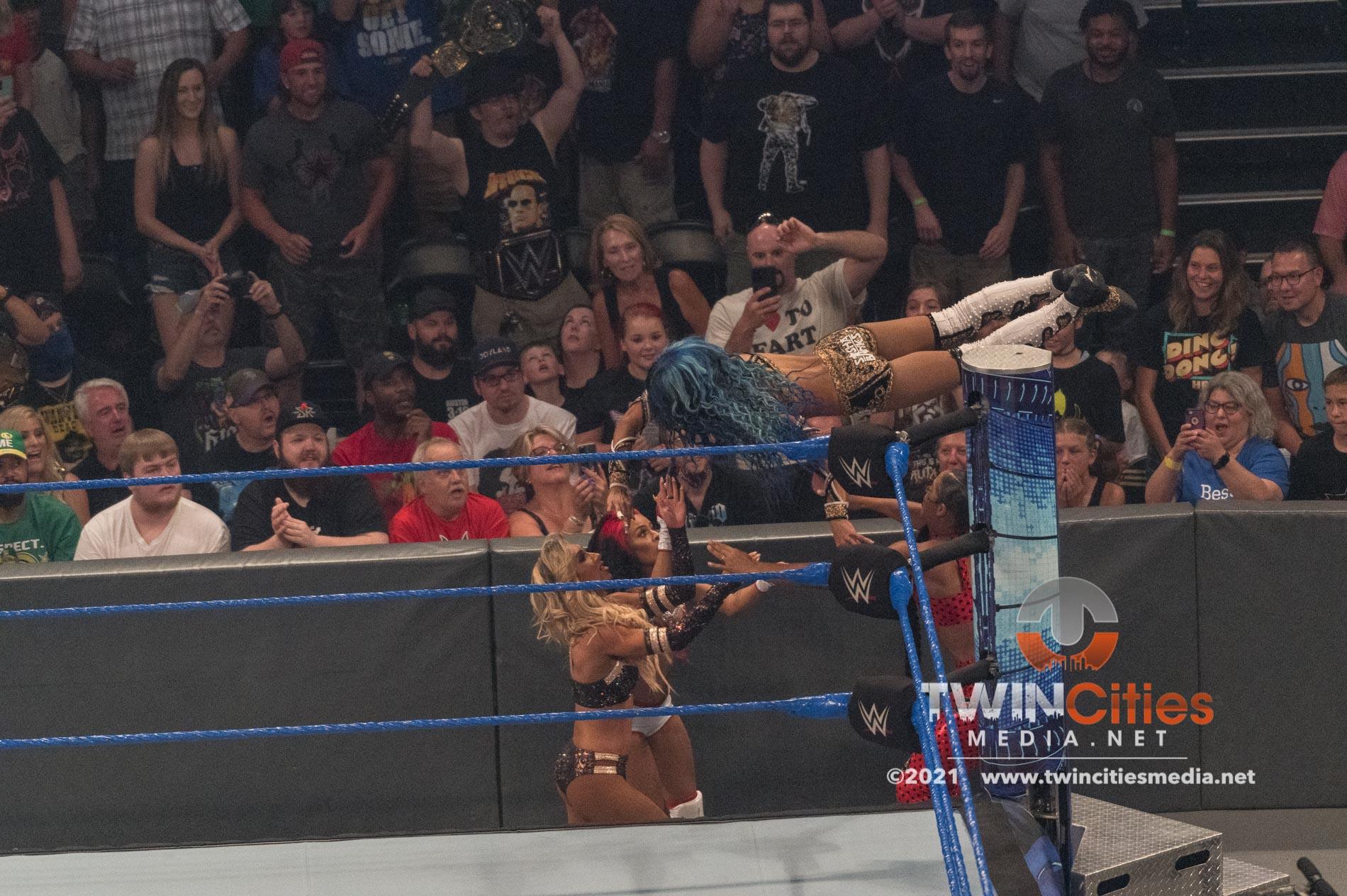 WWE-Friday-Night-Smackdown-16