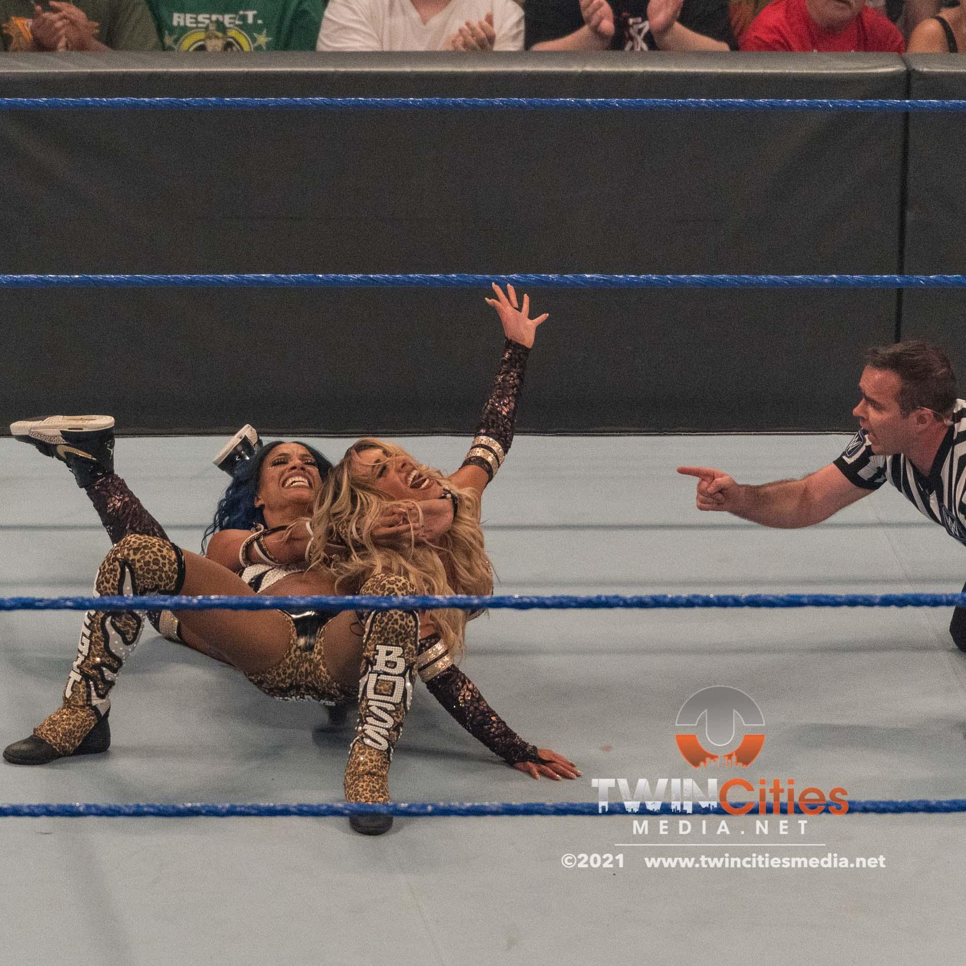 WWE-Friday-Night-Smackdown-19