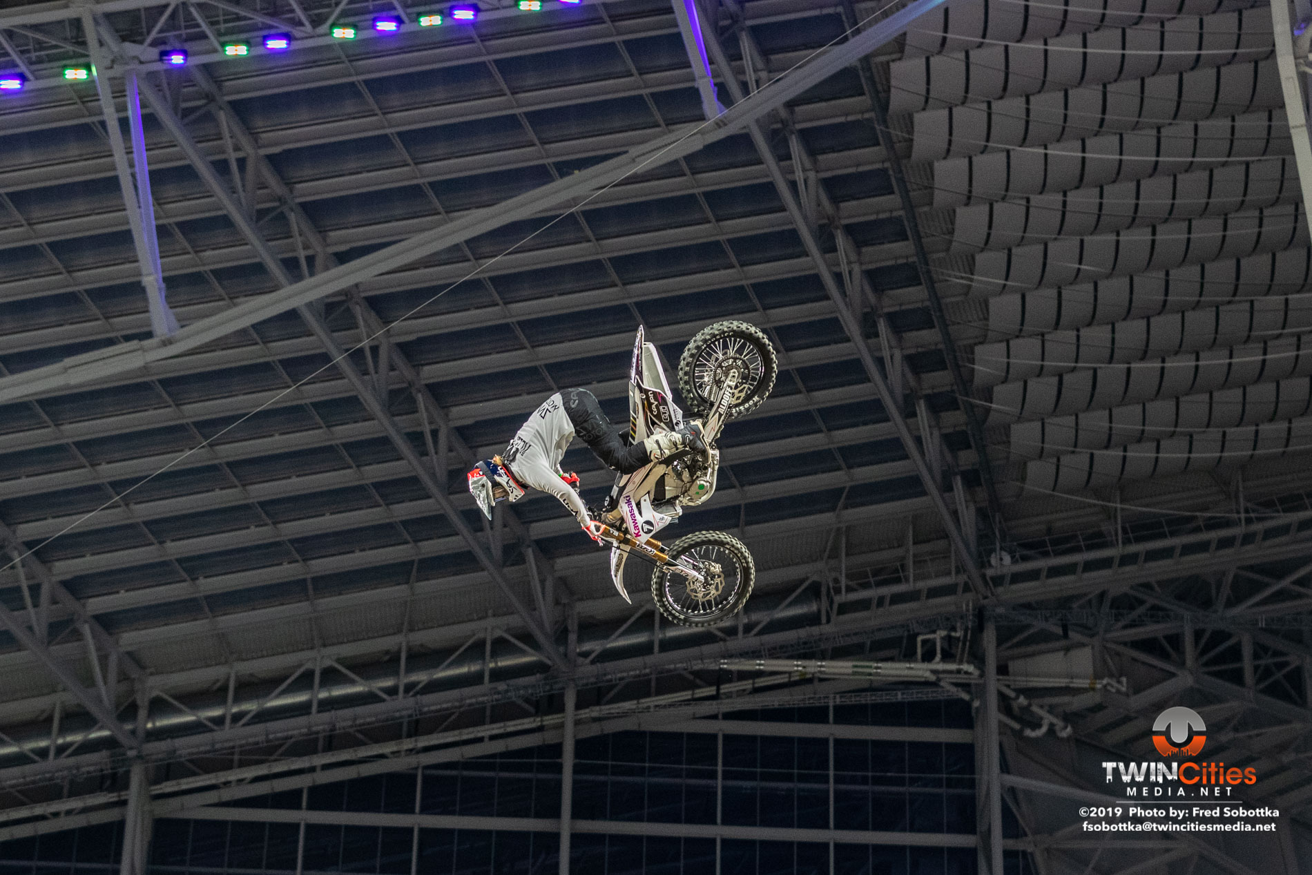 Moto-X-Quarterpipe-High-Air-03