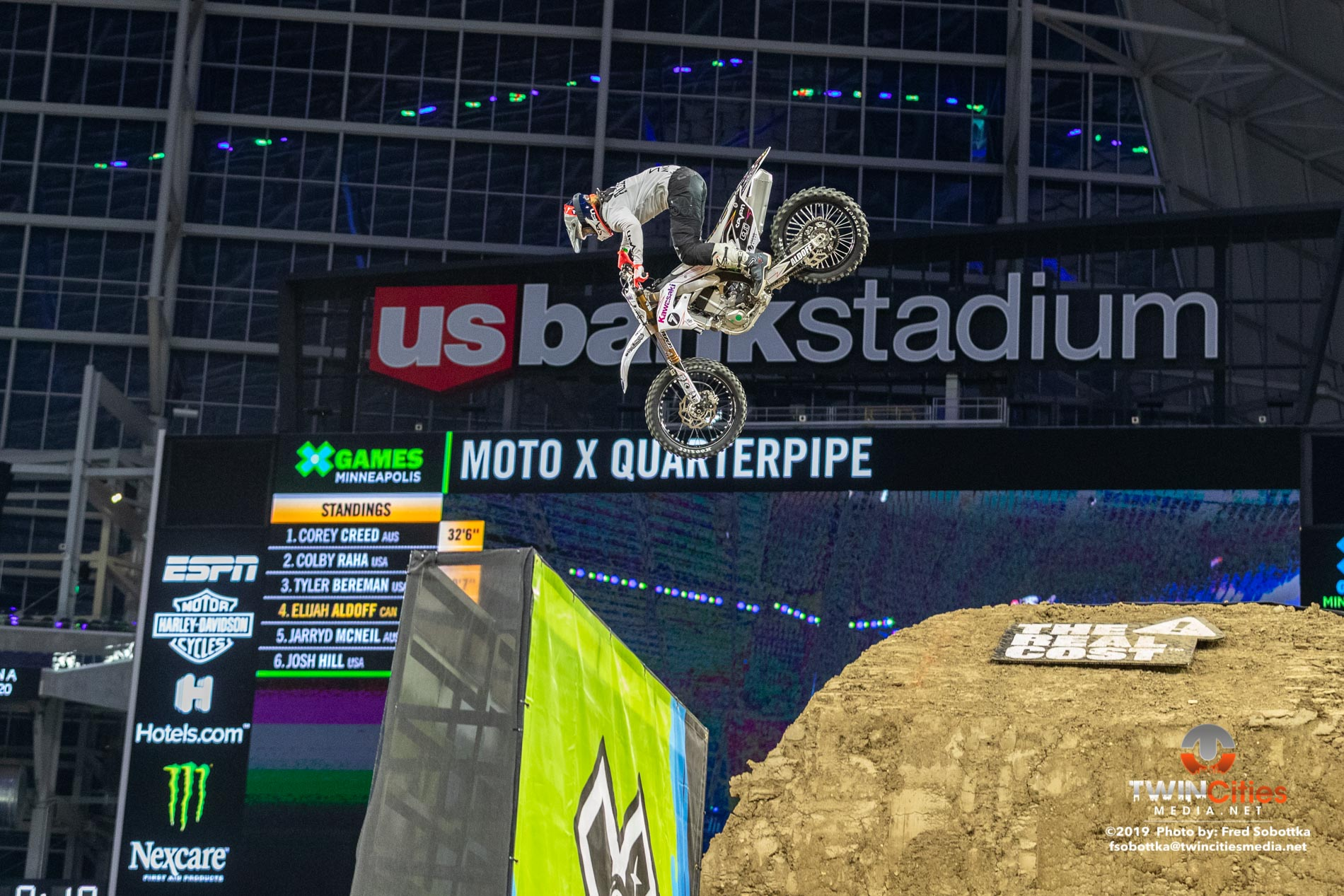 Moto-X-Quarterpipe-High-Air-04
