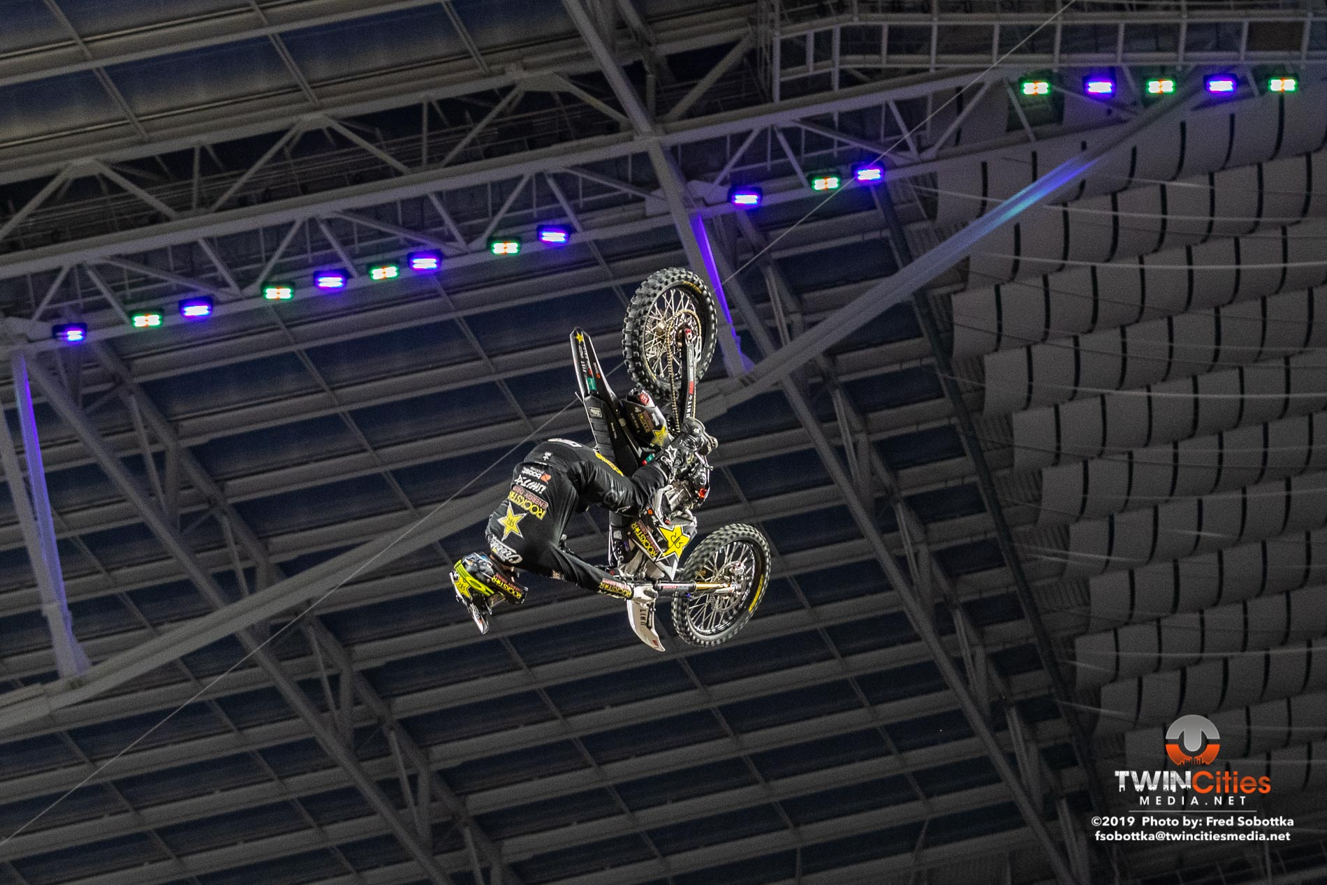 Moto-X-Quarterpipe-High-Air-05