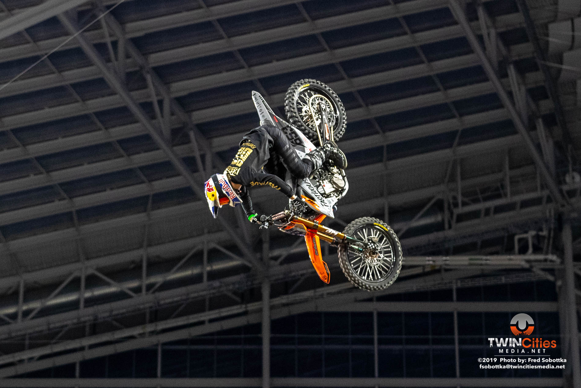Moto-X-Quarterpipe-High-Air-06