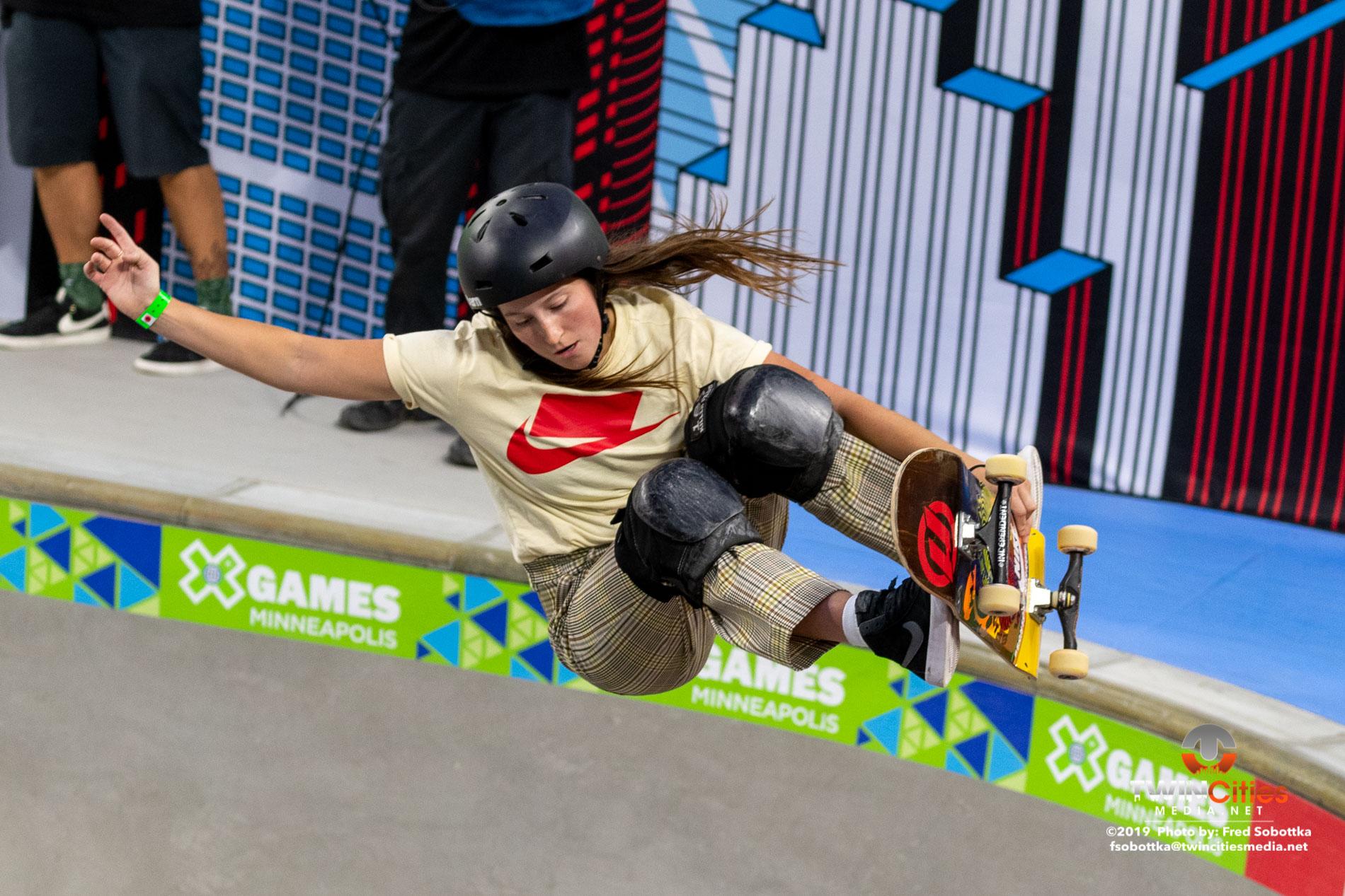 Womens-Skateboard-Park-09