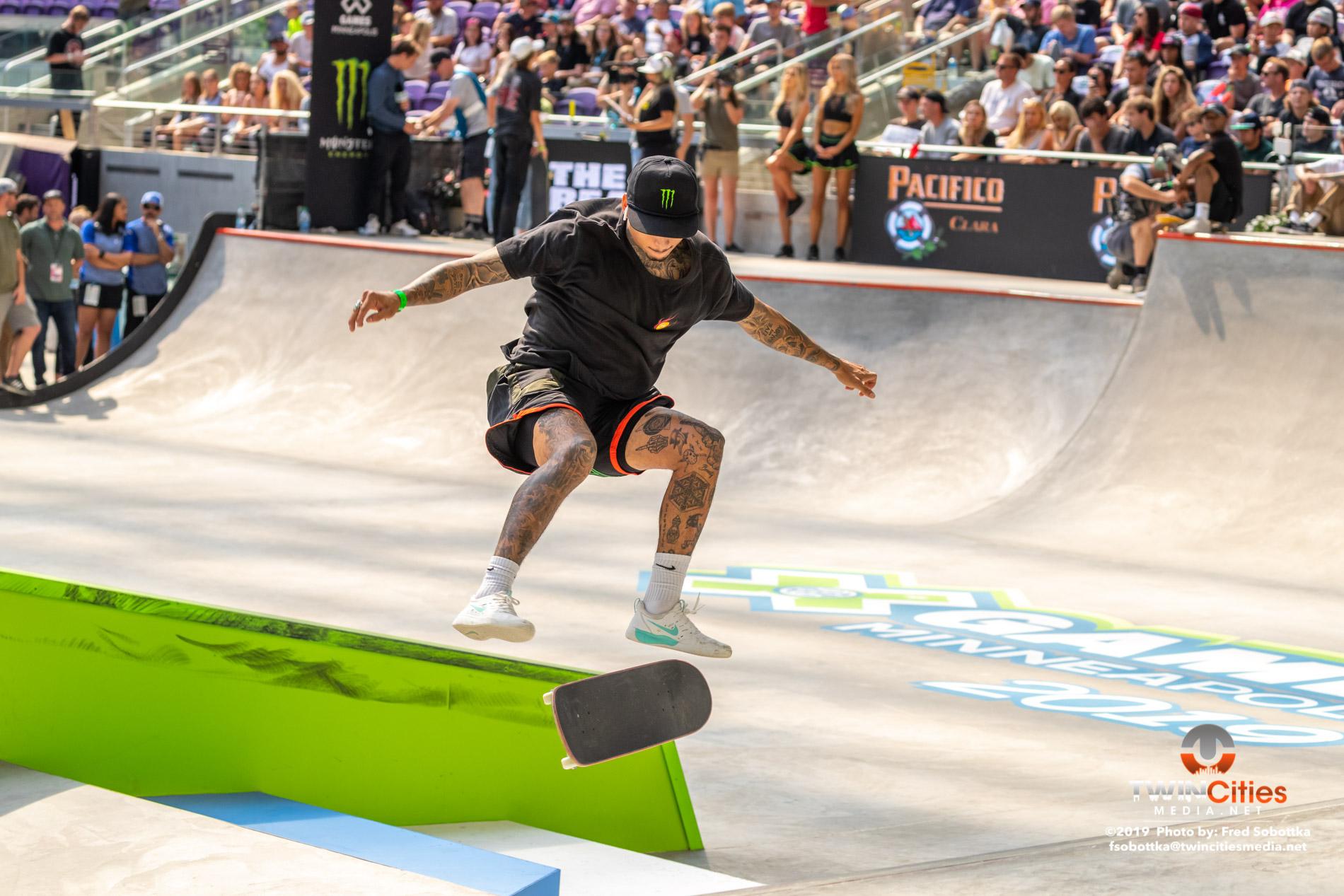 Monster-Energy-Mens-Skateboard-Street-02