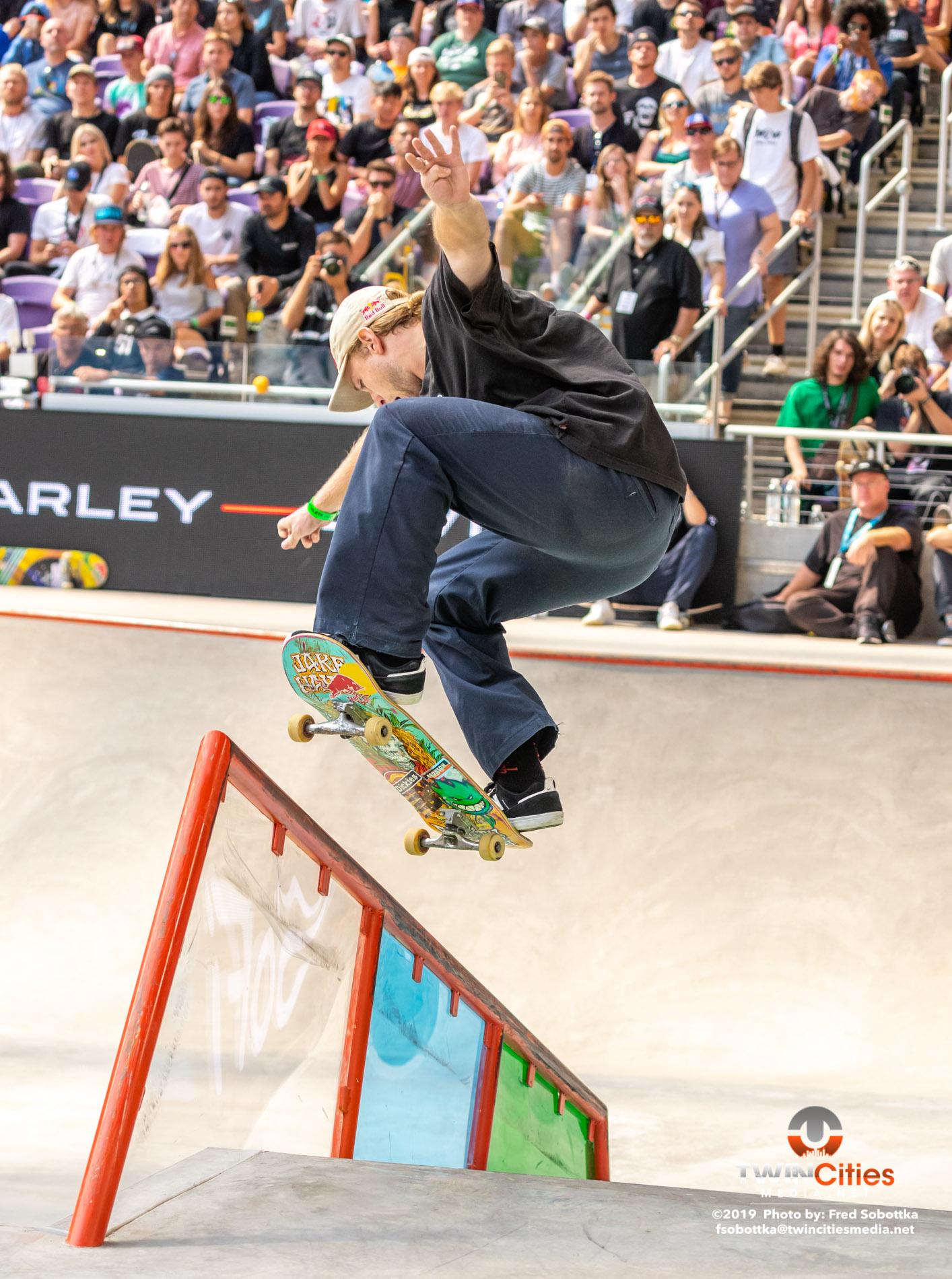 Monster-Energy-Mens-Skateboard-Street-03