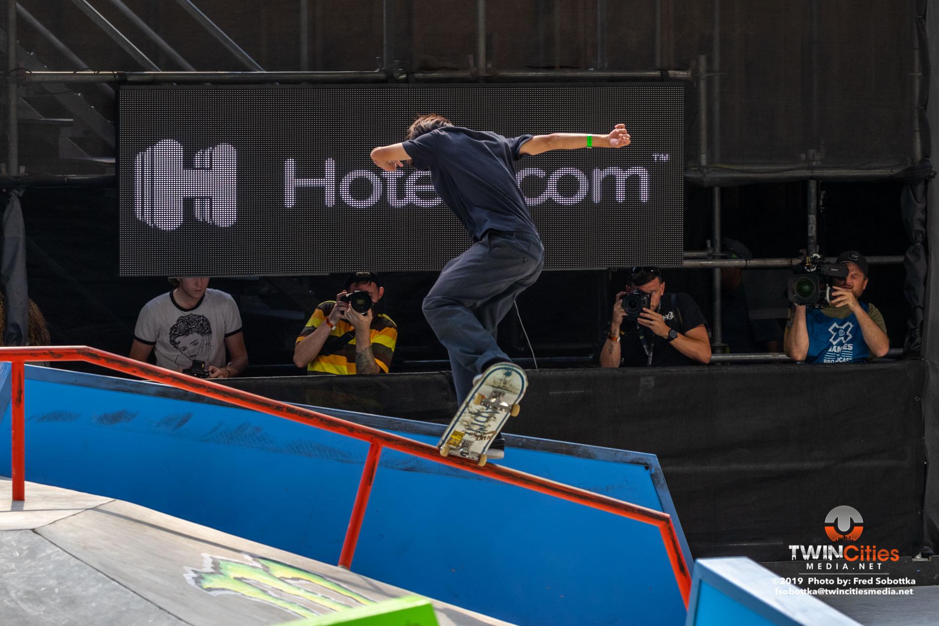 Monster-Energy-Mens-Skateboard-Street-04