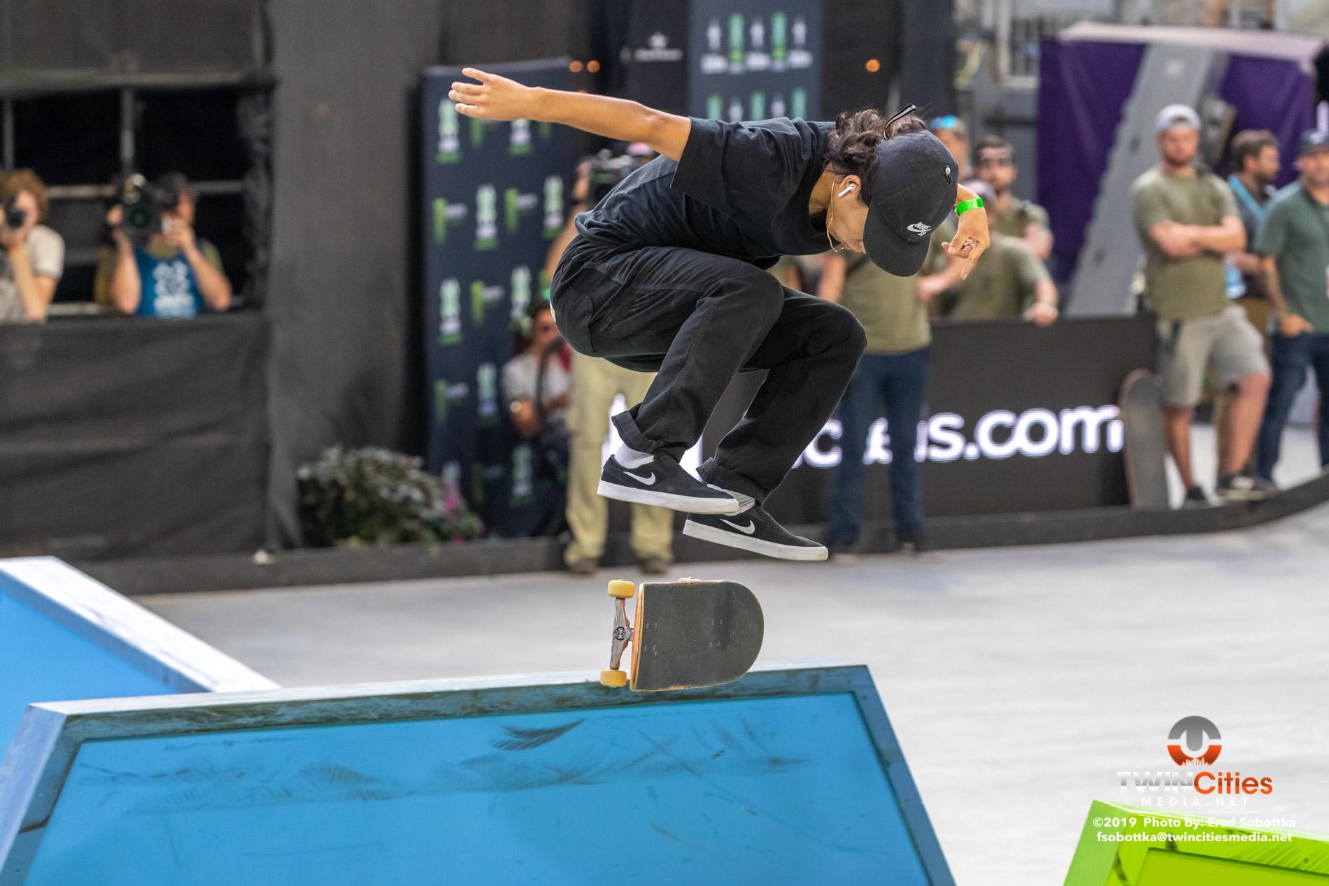 Monster-Energy-Mens-Skateboard-Street-05