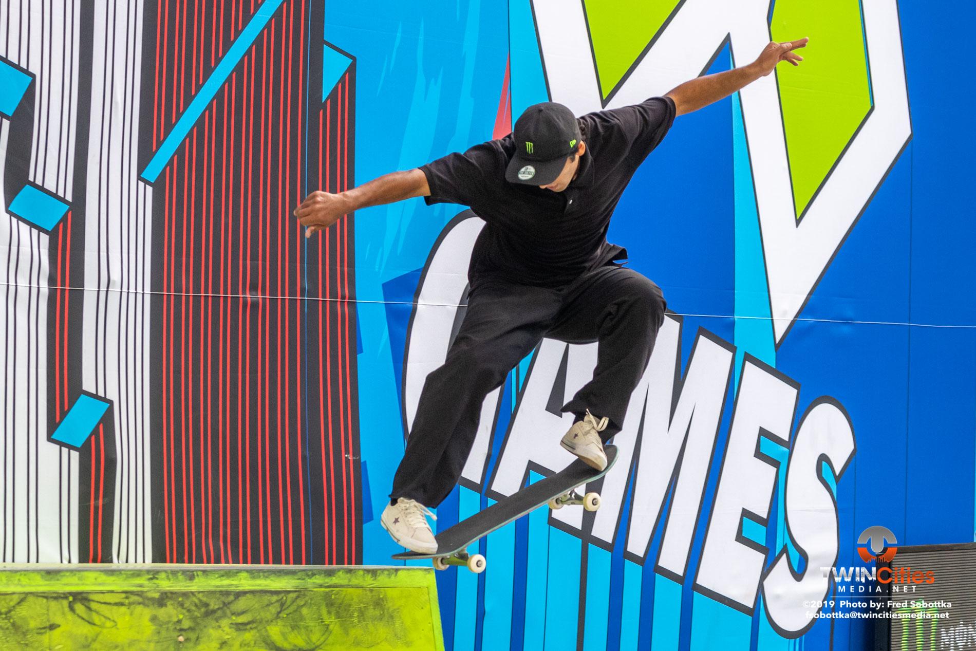 Monster-Energy-Mens-Skateboard-Street-08
