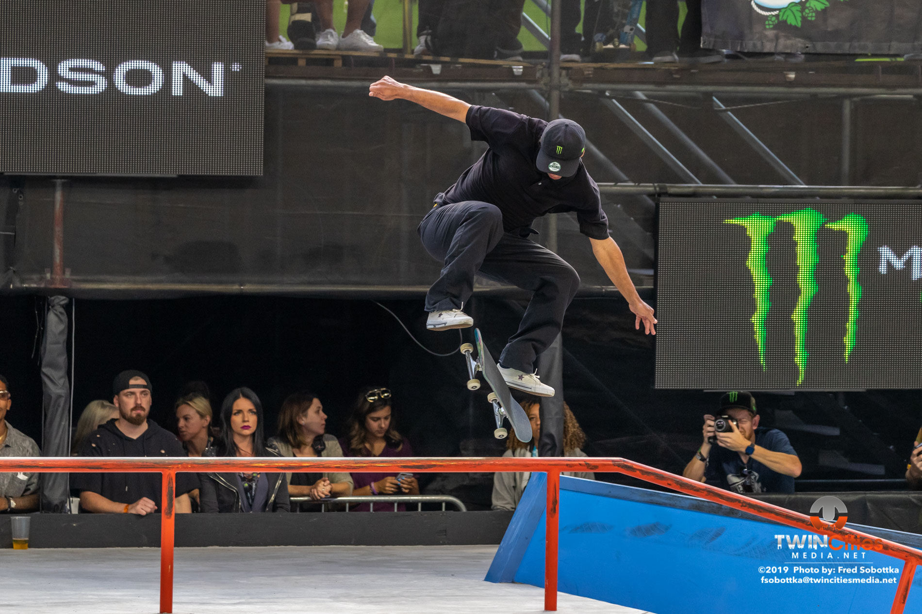 Monster-Energy-Mens-Skateboard-Street-09