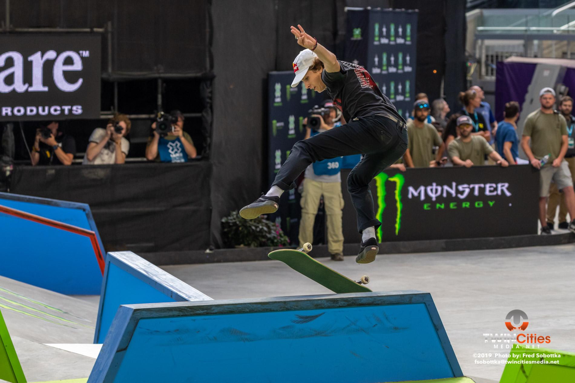 Monster-Energy-Mens-Skateboard-Street-11