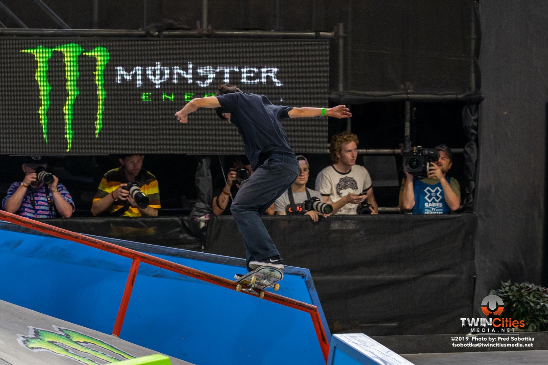 Monster-Energy-Mens-Skateboard-Street-12