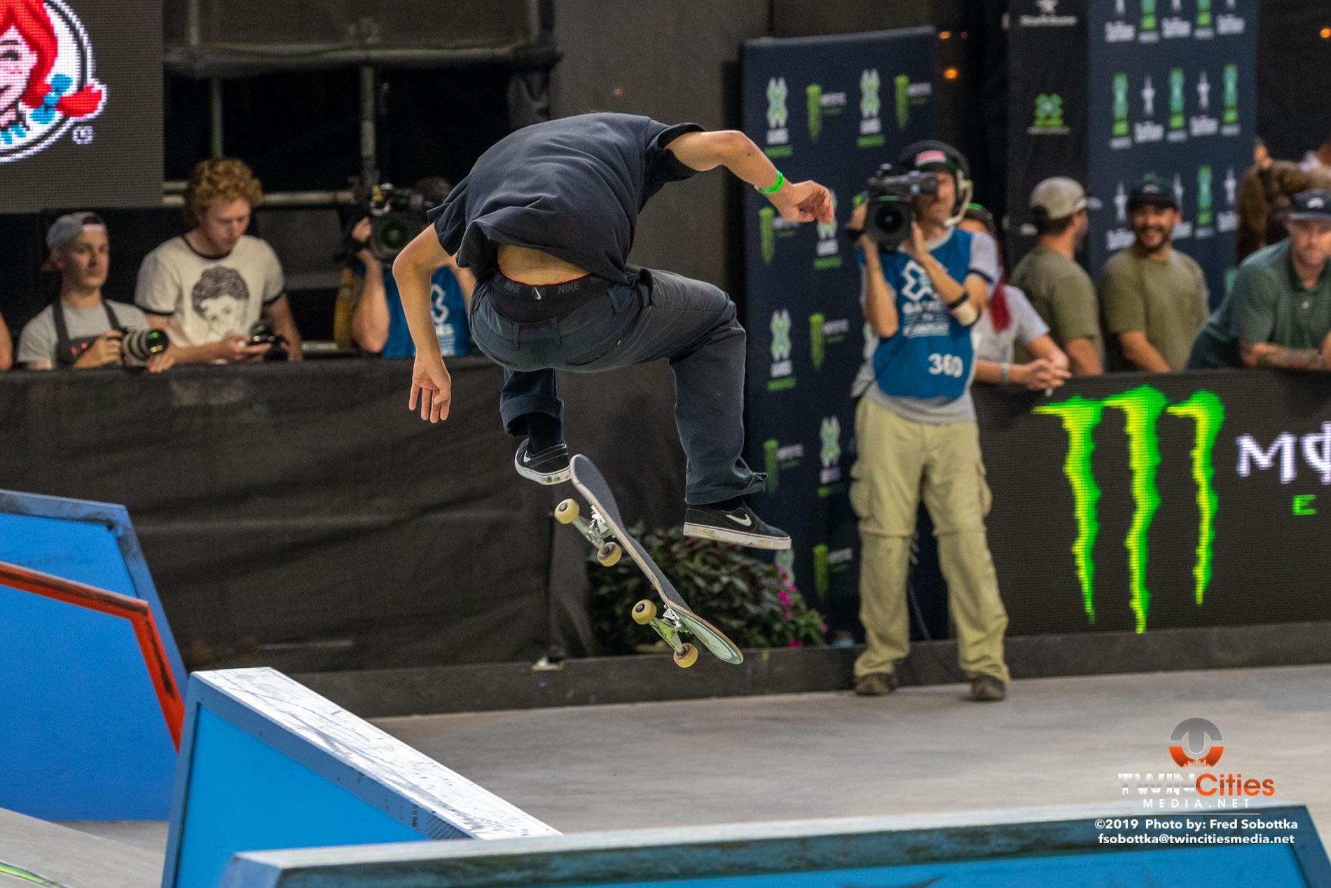 Monster-Energy-Mens-Skateboard-Street-13
