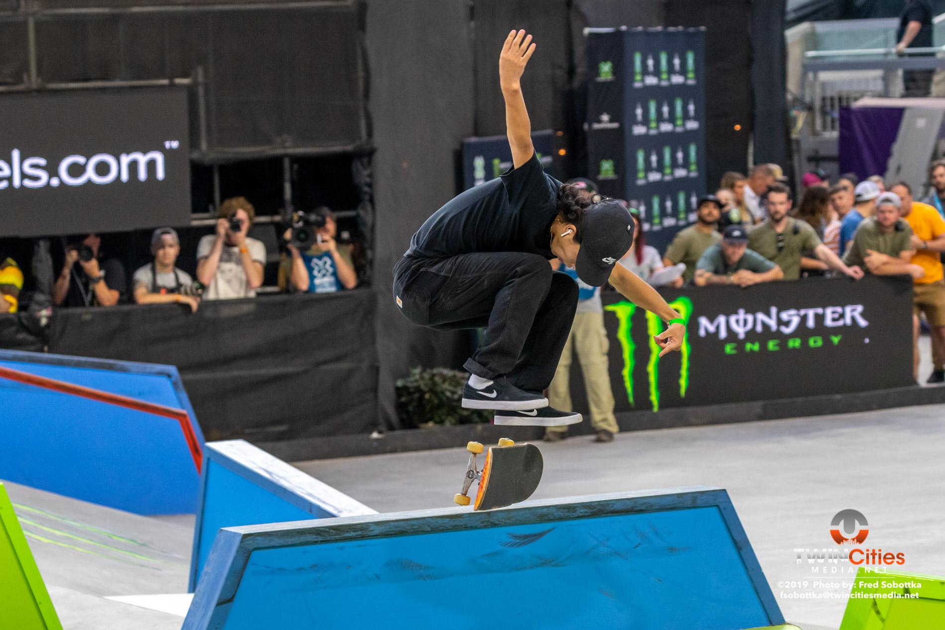 Monster-Energy-Mens-Skateboard-Street-15
