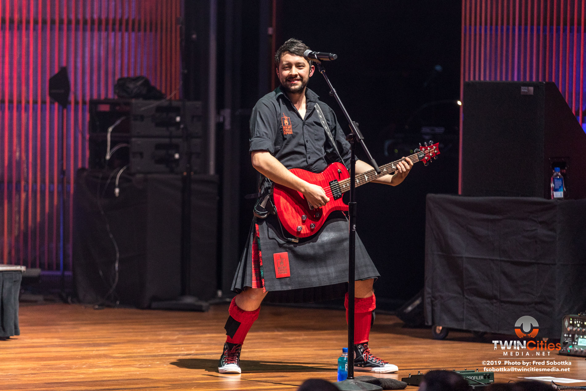 Red-Hot-Chilli-Pipers-03