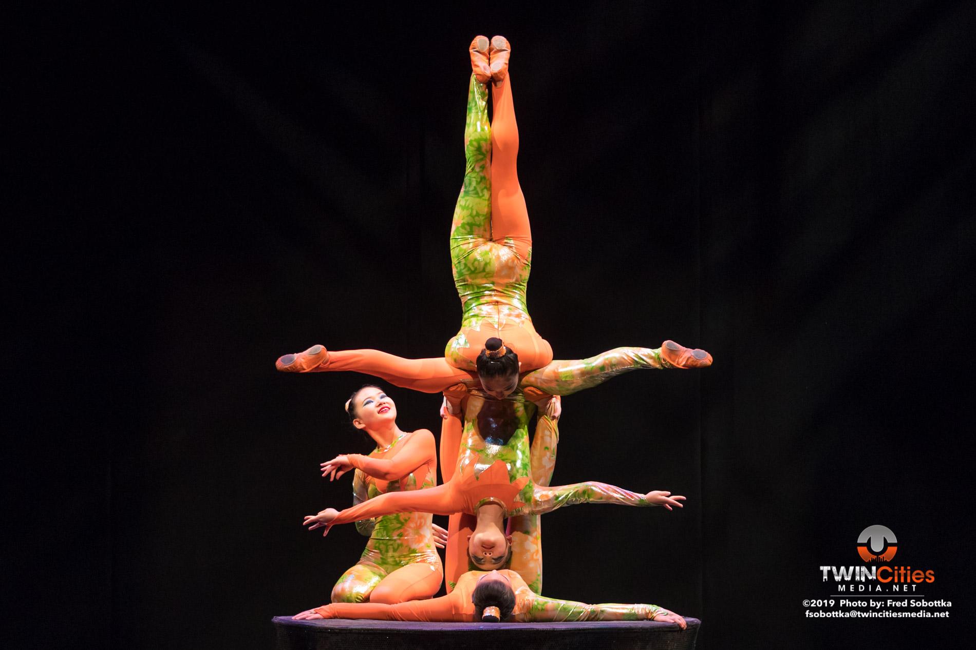 Golden-Dragon-Female-Acrobats-04