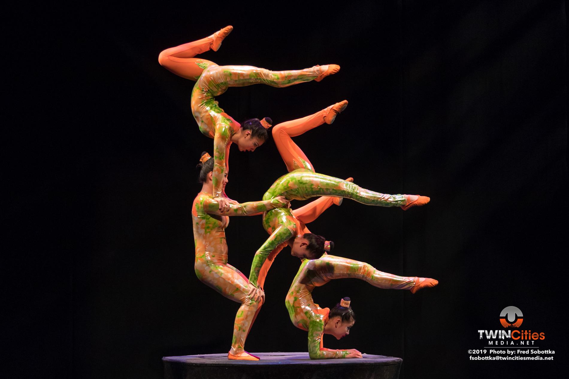 Golden-Dragon-Female-Acrobats-06