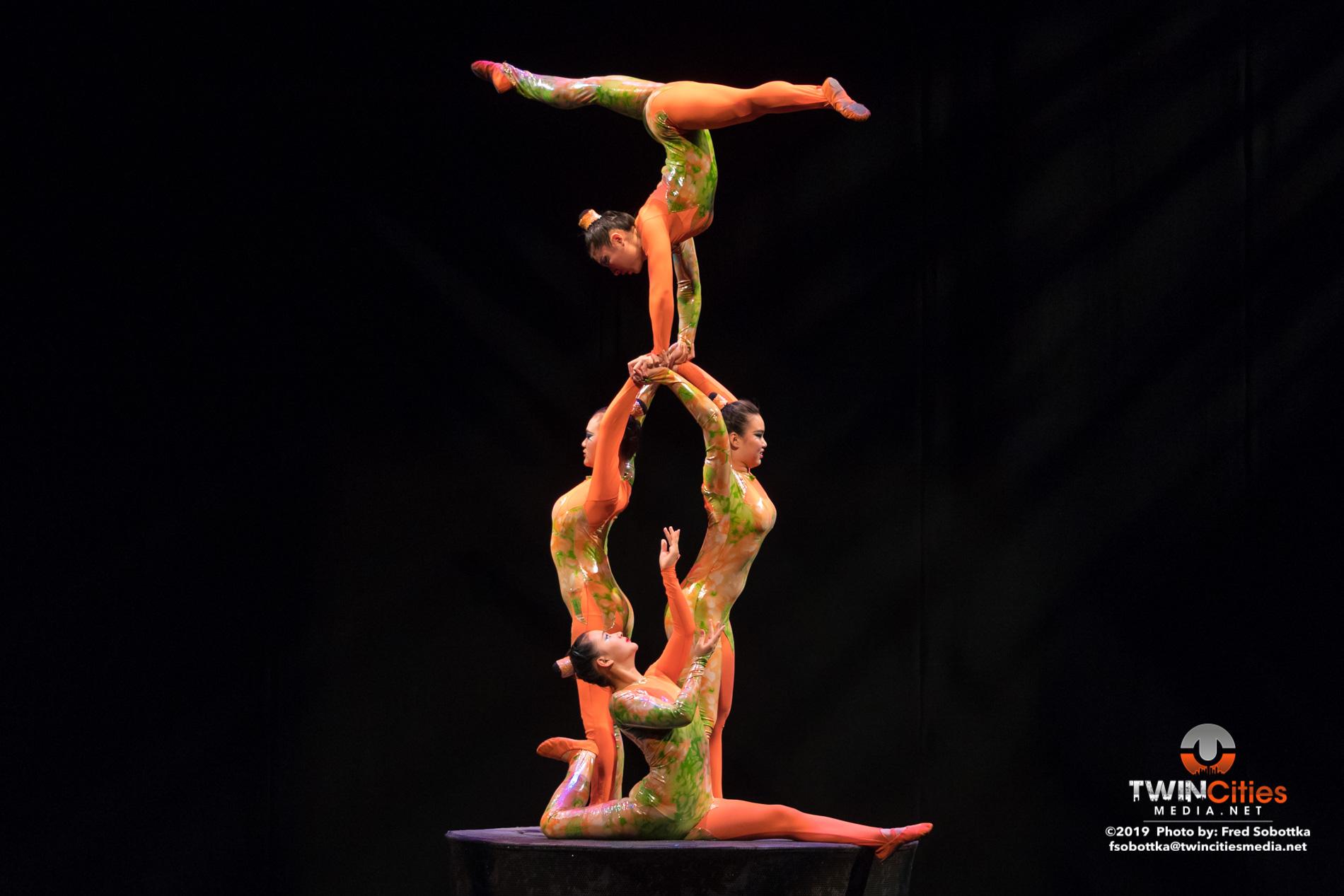 Golden-Dragon-Female-Acrobats-10