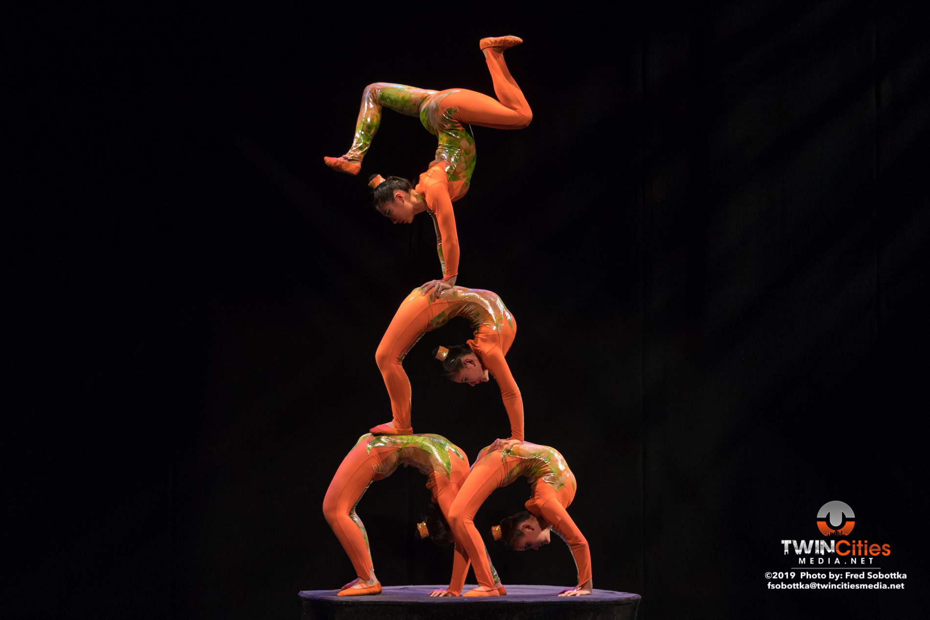 Golden-Dragon-Female-Acrobats-15