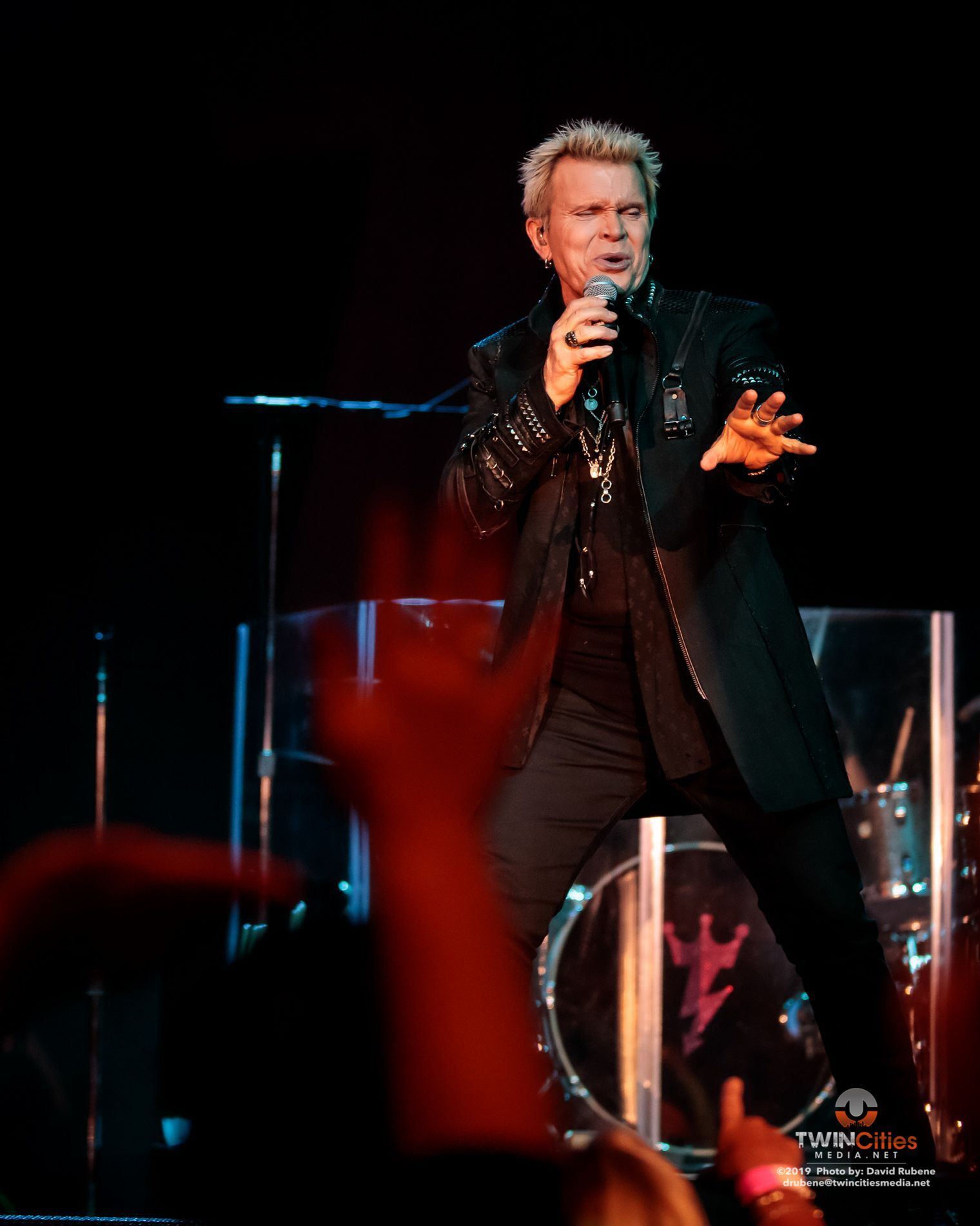 billy idol unleashed his rebel yell to a sold out treasure island. Black Bedroom Furniture Sets. Home Design Ideas
