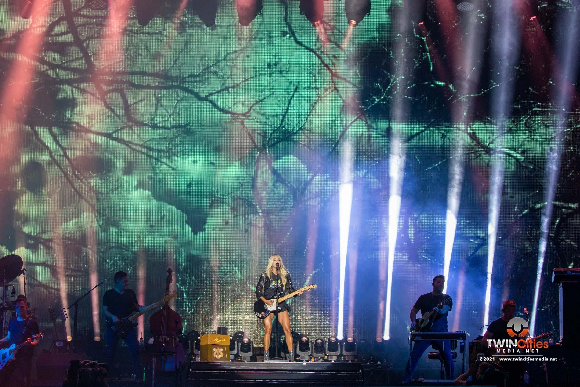 Carrie-Underwood-04