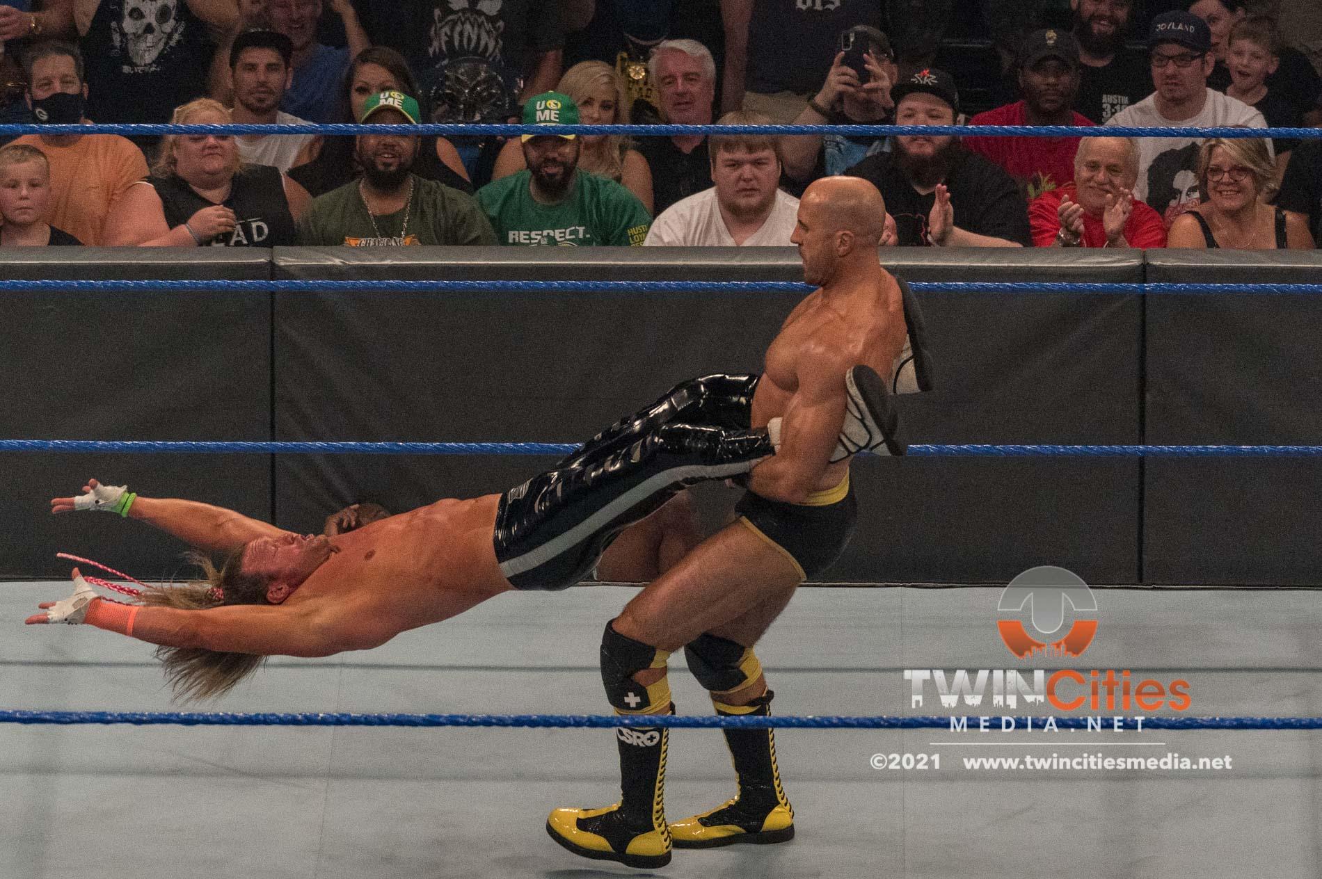 1_WWE-Friday-Night-Smackdown-11