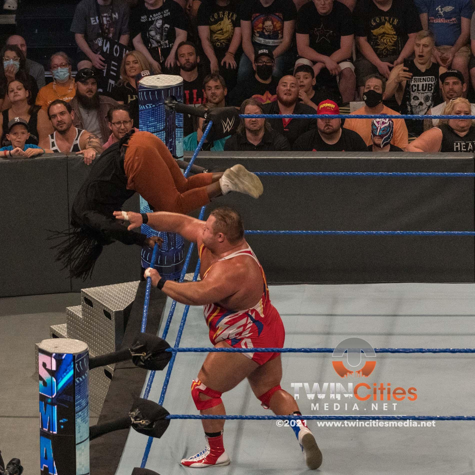 WWE-Friday-Night-Smackdown-8